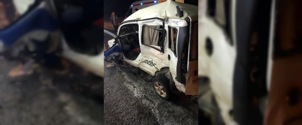 Hafif ticari araçla kamyon çarpıştı: 1 ölü, 3 yaralı