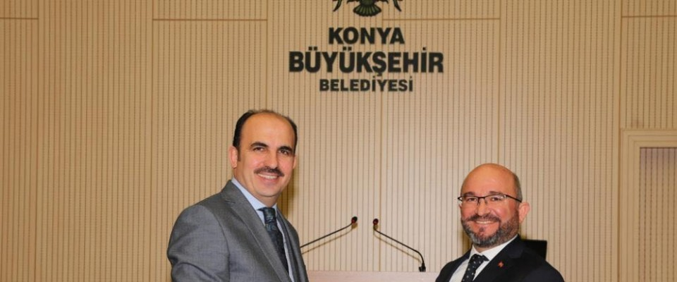 Konya Büyükşehir Belediye Meclisi'nde plaket töreni