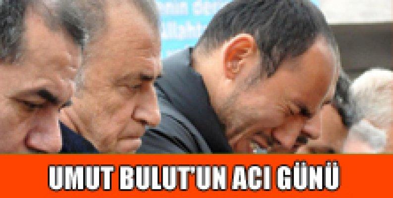 Galatasaraylı futbolcu Umut Bulut'un babası Kemal Bulut son yolculuğuna uğurlandı.