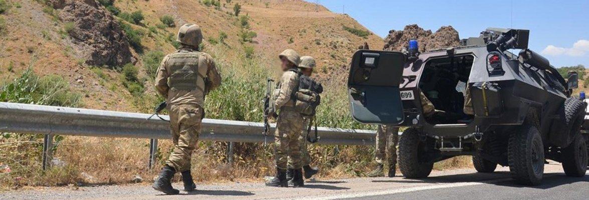 Karakola bomba yüklü araçla saldırı: 2 asker yaralı