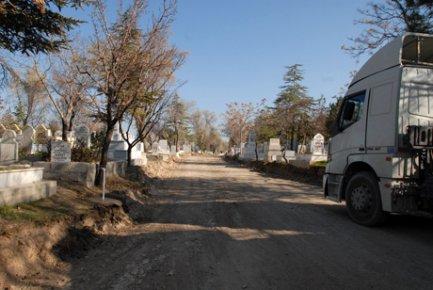Karaman Şehir Mezarlığında Yenileme Çalışmaları