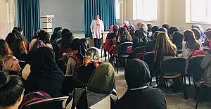 Öğrencilere ebelik ve hemşirelik mesleği tanıtıldı